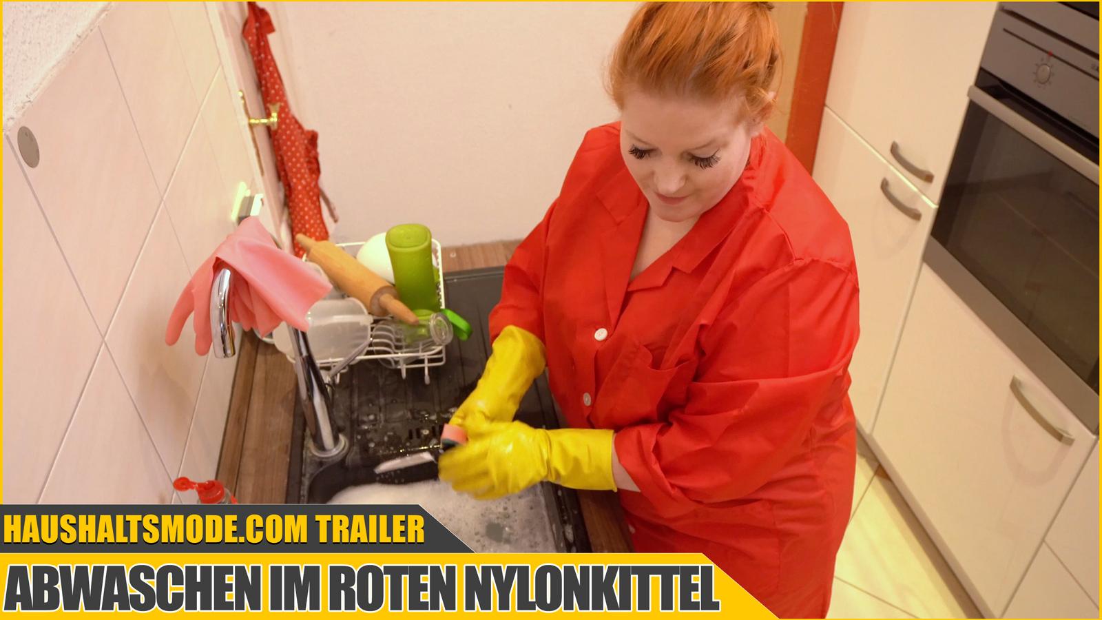 Paula Video 001: Abwaschen im roten Nylonkittel